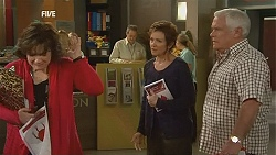 Lyn Scully, Susan Kennedy, Lou Carpenter in Neighbours Episode 6049
