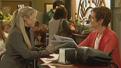 Samantha Fitzgerald, Susan Kennedy in Neighbours Episode 6050