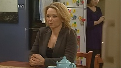 Steph Scully, Lyn Scully in Neighbours Episode 6051