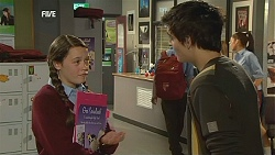 Sophie Ramsay, Zeke Kinski in Neighbours Episode 6051