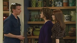 Lucas Fitzgerald, Lyn Scully, Summer Hoyland in Neighbours Episode 6052