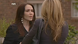 Libby Kennedy, Steph Scully in Neighbours Episode 6053