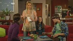 Kate Ramsay, Donna Freedman, Sophie Ramsay, Zeke Kinski in Neighbours Episode 6056