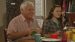Lou Carpenter, Sophie Ramsay in Neighbours Episode 6056
