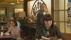 Andrew Robinson, Summer Hoyland in Neighbours Episode 6059