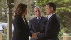 Rebecca Napier, Edmund Gwenn, Paul Robinson in Neighbours Episode 6059