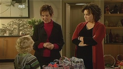Charlie Hoyland, Susan Kennedy, Lyn Scully in Neighbours Episode 6060