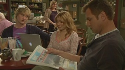 Andrew Robinson, Natasha Williams, Michael Williams in Neighbours Episode 6061