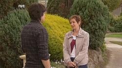 Declan Napier, Susan Kennedy in Neighbours Episode 6062