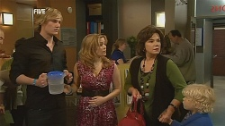 Andrew Robinson, Natasha Williams, Lyn Scully, Charlie Hoyland in Neighbours Episode 6064