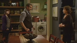 Summer Hoyland, Toadie Rebecchi, Lyn Scully in Neighbours Episode 6064
