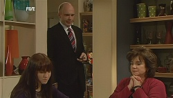 Summer Hoyland, Tim Collins, Lyn Scully in Neighbours Episode 6064