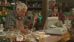 Lou Carpenter, Lyn Scully in Neighbours Episode 6066