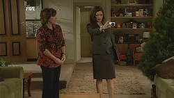 Lyn Scully, Carly Macarthur in Neighbours Episode 6066