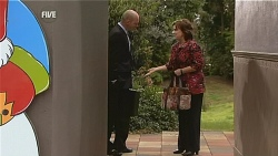 Tim Collins, Lyn Scully in Neighbours Episode 6066