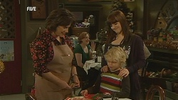 Lyn Scully, Charlie Hoyland, Summer Hoyland in Neighbours Episode 6066