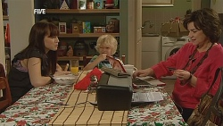 Summer Hoyland, Charlie Hoyland, Lyn Scully in Neighbours Episode 6066