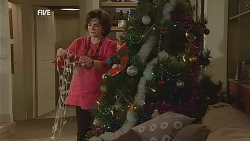 Lyn Scully in Neighbours Episode 6066