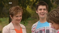 Susan Kennedy, Zeke Kinski, Lyn Scully in Neighbours Episode 6067