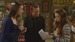 Kate Ramsay, Paul Robinson, Sophie Ramsay in Neighbours Episode 6067