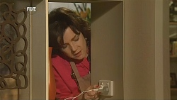 Lyn Scully in Neighbours Episode 6067