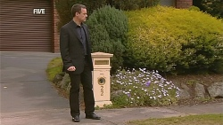 Paul Robinson in Neighbours Episode 6067