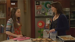Sophie Ramsay, Kate Ramsay in Neighbours Episode 6068