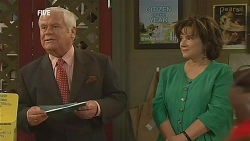 Lou Carpenter, Lyn Scully in Neighbours Episode 6070