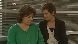 Lyn Scully, Susan Kennedy in Neighbours Episode 6071