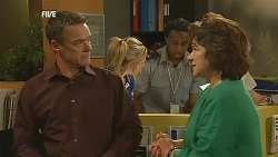 Paul Robinson, Lyn Scully in Neighbours Episode 6071