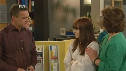 Paul Robinson, Summer Hoyland, Lyn Scully in Neighbours Episode 6072