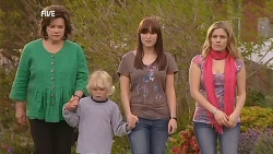 Lyn Scully, Charlie Hoyland, Summer Hoyland, Natasha Williams in Neighbours Episode 6073