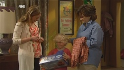 Sonya Mitchell, Charlie Hoyland, Lyn Scully in Neighbours Episode 6073