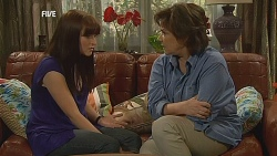 Summer Hoyland, Lyn Scully in Neighbours Episode 6073