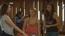 Kate Ramsay, Donna Freedman, Jade Mitchell in Neighbours Episode 6074