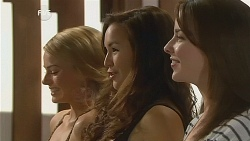 Donna Freedman, Jade Mitchell, Kate Ramsay in Neighbours Episode 6074