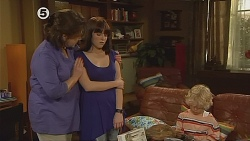 Lyn Scully, Summer Hoyland, Charlie Hoyland in Neighbours Episode 6077