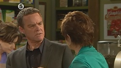 Paul Robinson, Susan Kennedy in Neighbours Episode 6077