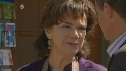 Lyn Scully, Paul Robinson in Neighbours Episode 6081