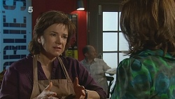 Lyn Scully, Rebecca Napier in Neighbours Episode 6081