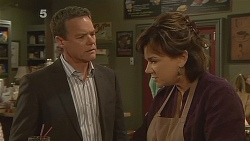 Paul Robinson, Lyn Scully in Neighbours Episode 6081