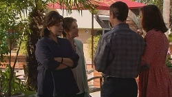Lyn Scully, Susan Kennedy, Paul Robinson, Rebecca Napier in Neighbours Episode 6082