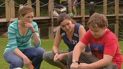 Sonya Mitchell, Jade Mitchell, Callum Jones in Neighbours Episode 6083