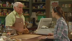 Lou Carpenter, Sophie Ramsay in Neighbours Episode 6084