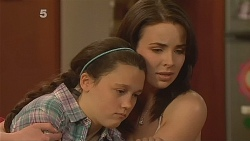 Sophie Ramsay, Kate Ramsay in Neighbours Episode 6084