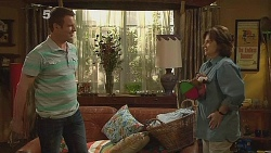 Michael Williams, Lyn Scully in Neighbours Episode 6089