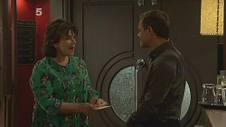 Lyn Scully, Paul Robinson in Neighbours Episode 6089