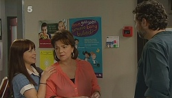 Summer Hoyland, Lyn Scully, Jim Dolan in Neighbours Episode 6090