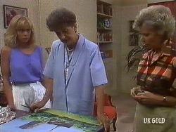 Jane Harris, Nell Mangel, Helen Daniels in Neighbours Episode 0441