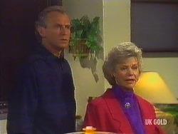 Jim Robinson, Helen Daniels in Neighbours Episode 0443